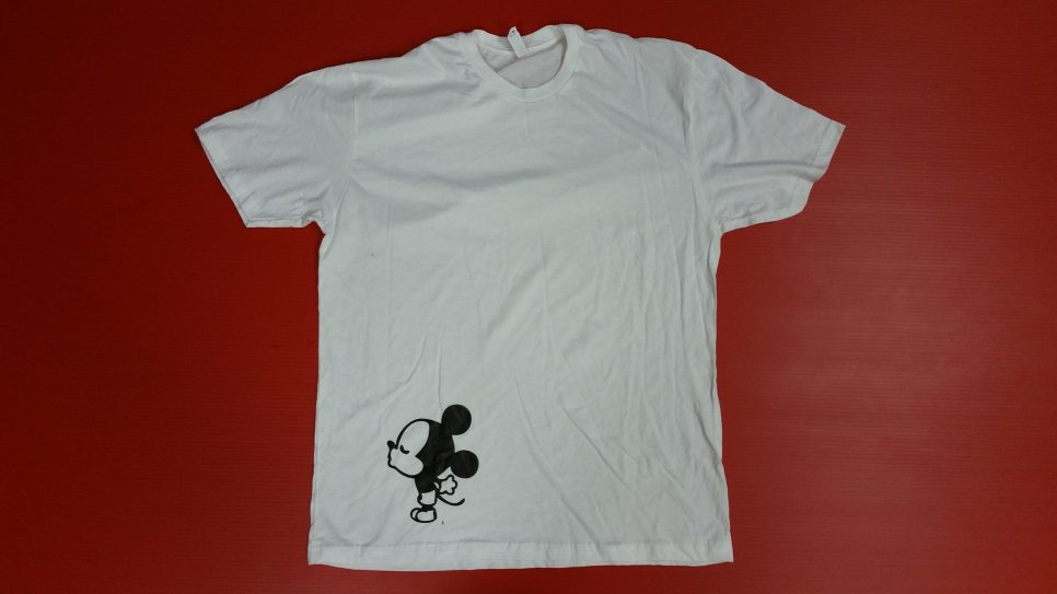White Mens Tshirt XL, Mickey Mouse Kiss (front design)