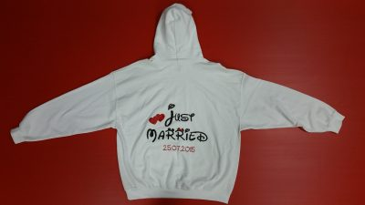 White Pullover Hoodie XL, Minie Mouse Kiss (front) Just Married Hearts 25.07.2015 (back design)